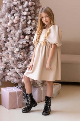 Платье из эко-кожи молочное