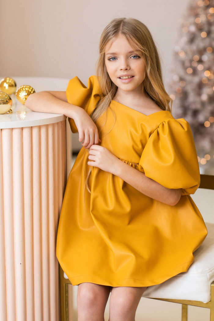 Платье из эко-кожи темно-желтое