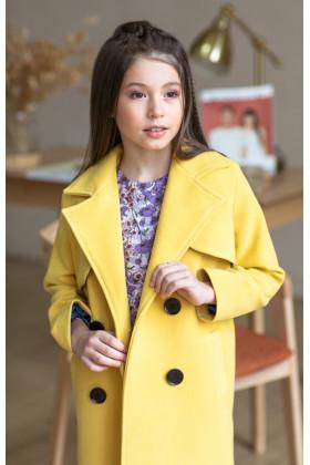 Пальто с кокеткой лимонное